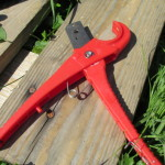 tubing cutter useful for cutting tubing and slicing short segments